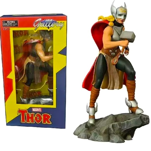 DIAMOND GALLERY THOR (JANE FOSTER) PVC STATUE
